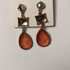 Jewelry - Drop earrings with pink jewel